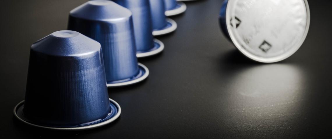 capsules de café nespresso alignées