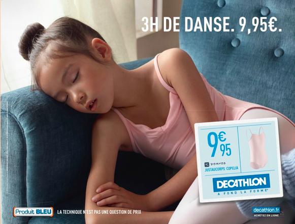 publicité decathlon jeune danseuse dort sur un canapé