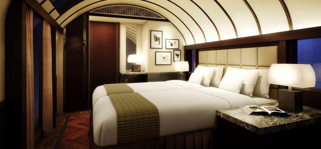 Pianiste, chef étoilé, barmans, tapis et sièges molletonnées, boiseries laquées… le Shiki-Shima possède aussi tous les attributs d'un hôtel grand luxe.