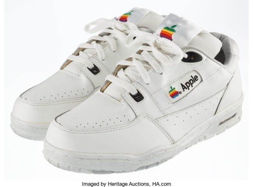 Baskets Apple vendues aux enchères