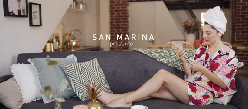 Ma Demoiselle Pierre sur un canapé pour San Marina