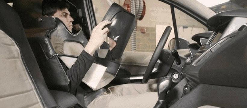 ford déguise un homme en siège auto pour une étude