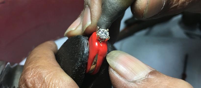 Laurent Massi  Setting diamond ring