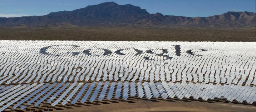 Des panneaux solaires forment le logo de Google
