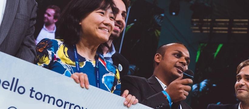 remise du prix de la startup de lannee a saathi