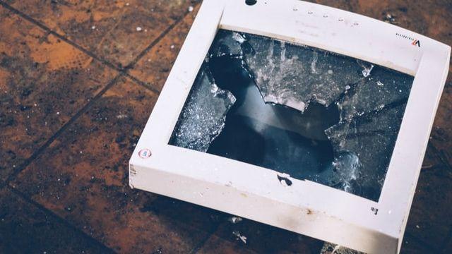 un ordinateur cassé