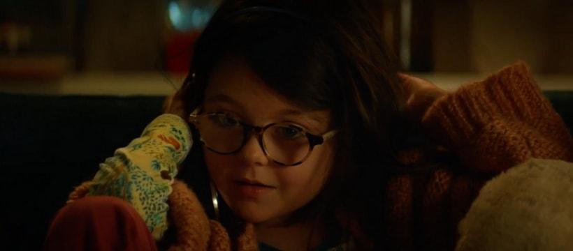 Petite fille au telephone dans la publicite total