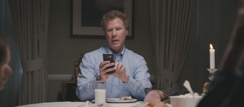 will ferrell sur son smartphone pendant le repas du soir
