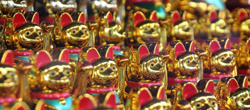 Maneki-neko en or