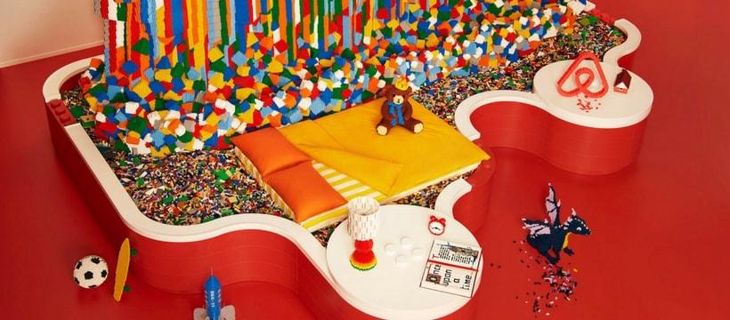 Un lit dans la LEGO House avec Airbnb