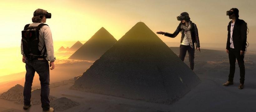 personnes pretes a explorer une pyramide en VR