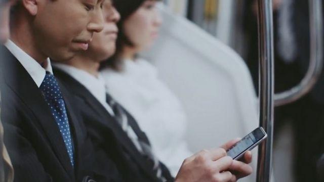 Un utilisateur japonais de Yahoo dans le train
