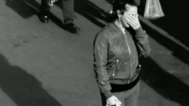 femme en larmes qui a perdu son enfant