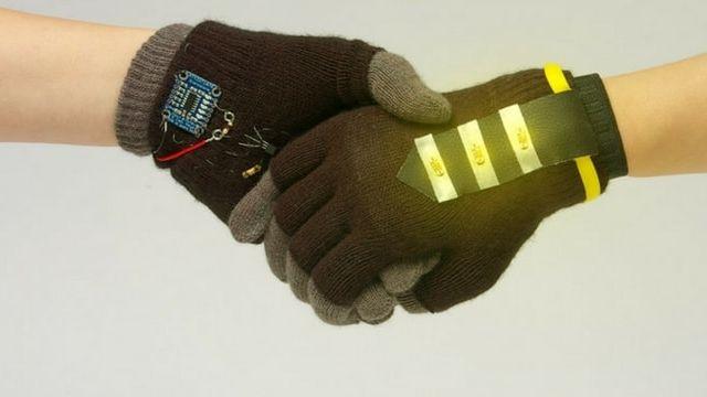 Des gants connectés au service des activistes