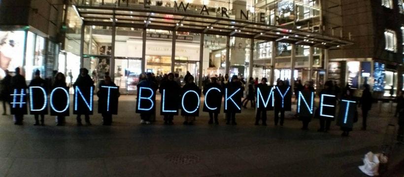 Des manifestants pour un internet libre
