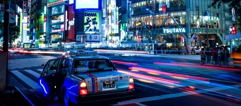 ville néons bleus