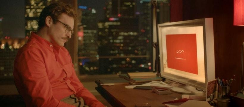 joaquim phoenix assis devant son ordinateur
