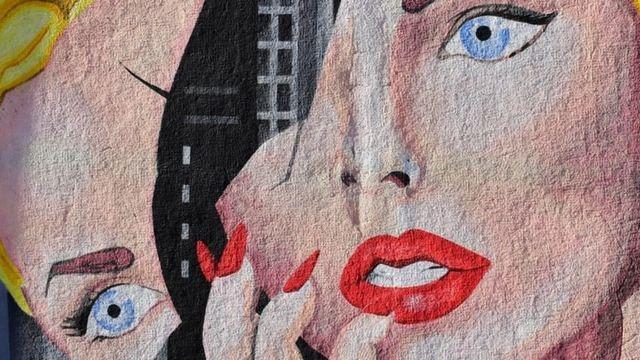 Le dessin d'une femme dont le portrait est scinde en deux