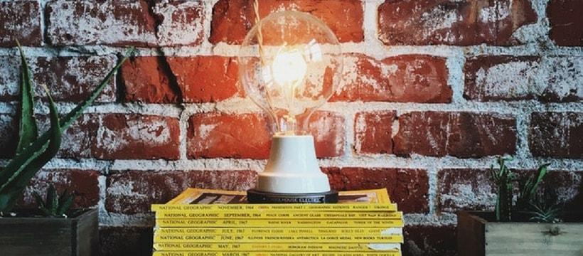 ampoule geante allumee