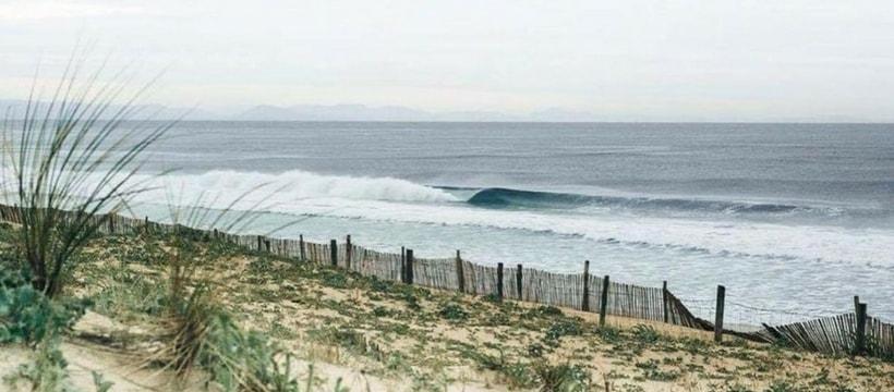 Photo dune plage du pays basque et de ses vagues