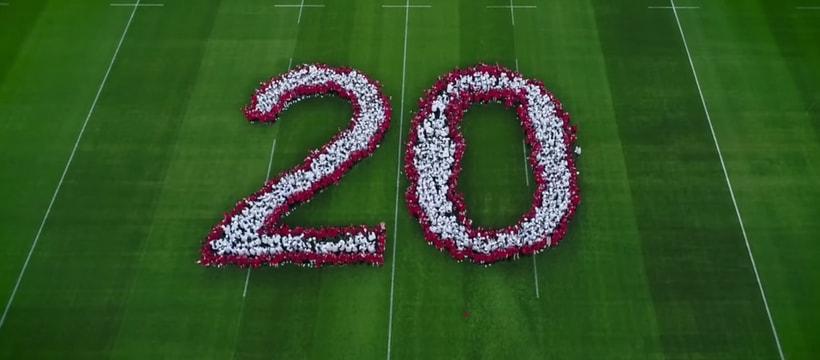 enfants formant un chiffre sur la pelouse du stade de france