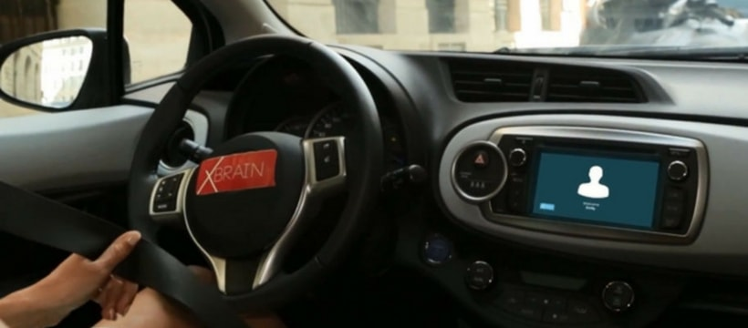 un cockpit de voiture embarquee