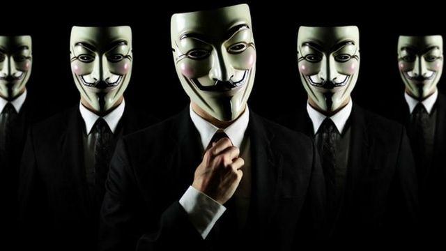 photo de plusieurs personnes en masques anonymous