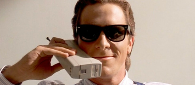 Christian Bale avec un telephone portable a lancienne