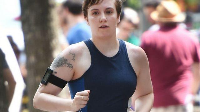 Lena Dunham en train de courir