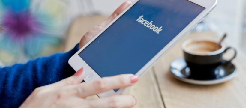 Ipad Facebook au café