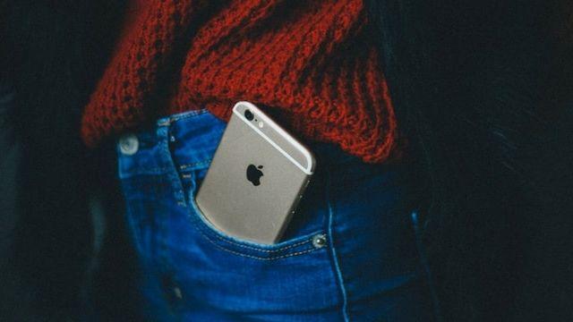 Un iPhone dans une poche