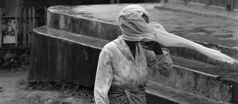 jeune femme au voile indonésie
