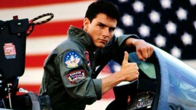 tom cruise dans son avion pour le film top gun