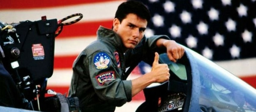 tom cruise dans son avion pour le film top gun
