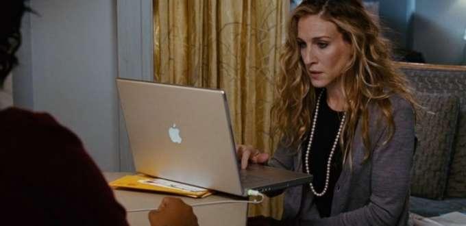Carrie Bradshaw en train de travailler