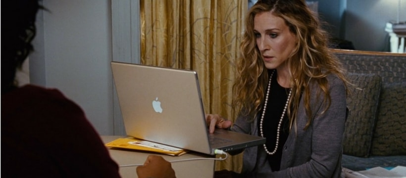 Carrie Bradshaw en train de travailler