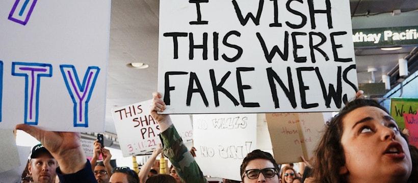 Une manifestation contre les fake news