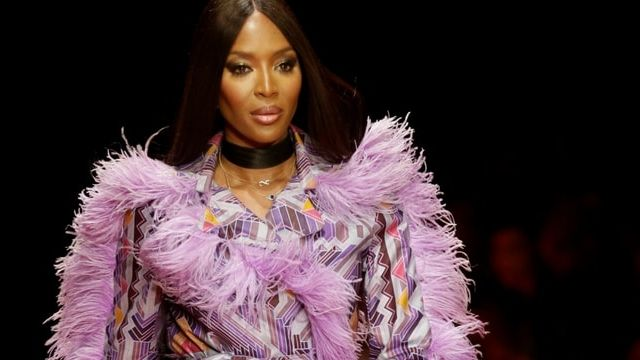 Naomi Campbell en train de défiler pour l'Arise Fashion Week