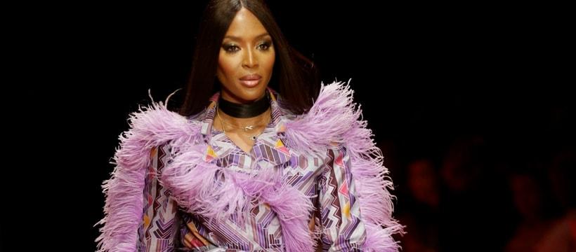 Naomi Campbell en train de défiler pour l'Arise Fashion Week