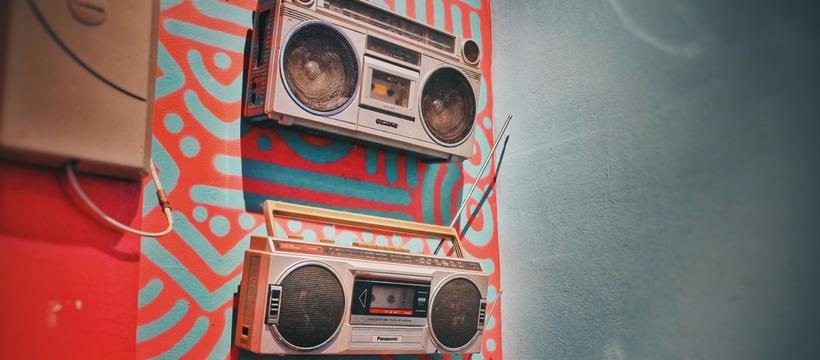 deux postes de radio