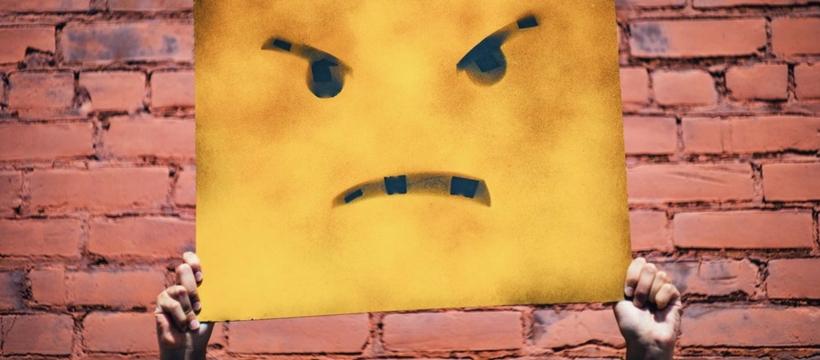 visage mécontent