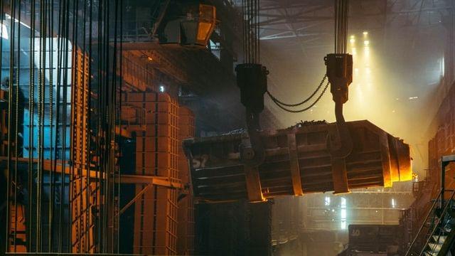 Un robot dans une usine