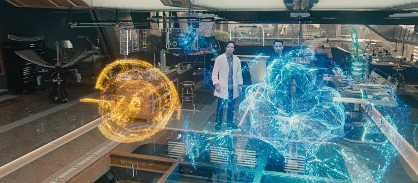 Tony Stark présente son intelligence artificielle à Bruce Banners dans le film Avengers