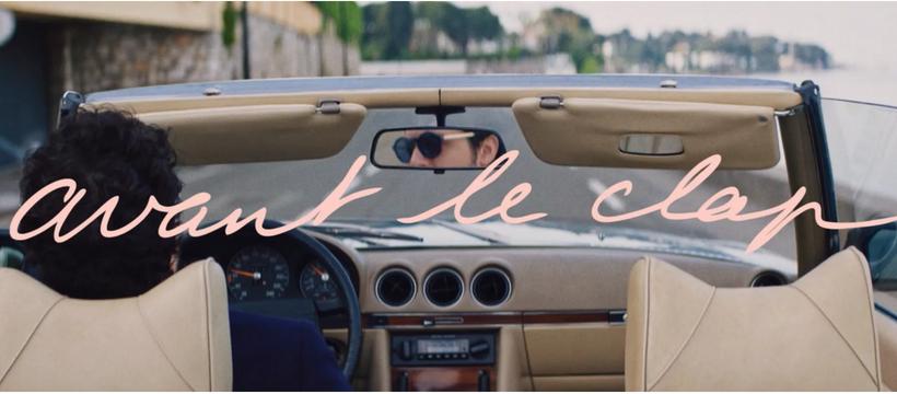 homme dans une voiture