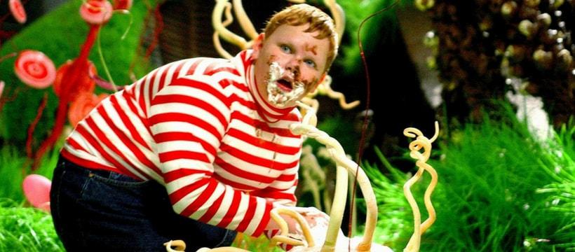 Augustus Gloop, dans Charlie et la Chocolaterie, en train de manger de la crème