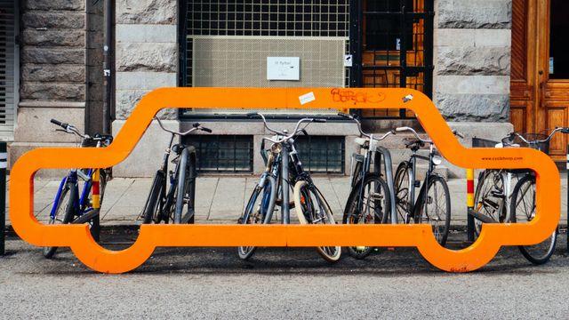 voiture et vélos