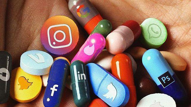 pilules en forme de réseaux sociaux