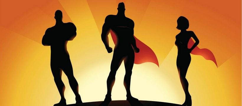 Des superhéros sur un soleil couchant