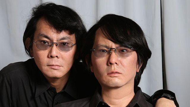 Hiroshi Ishiguro avec son robot