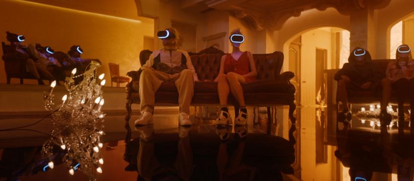 couple avec un casque de réalité virtuelle
